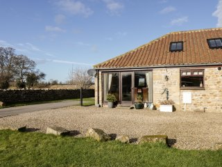BREWERY BARN, open-plan, mezzanine, exposed beams, Ref 959098
