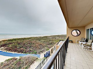 Large Beachfront 2BR w/ Private Balcony, Pool, Hot Tub- Suntide ii 306