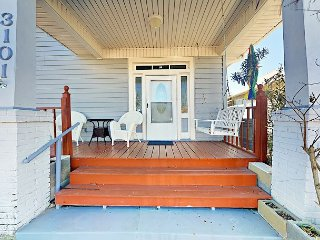 Updated 2BR w/ Large Private Deck, Porch & Loft - Blocks to Beach