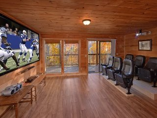Amazing 6 Bedroom cabin with Private Home Theater