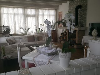 au cafe de la gare ,SPA, Burgundy Spacious charming house near Dijon Dole Gray