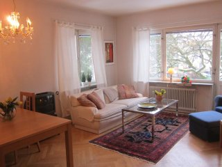 STOCKHOLM CITY WEST - COZY PEACEFUL 2 ROOM APARTMENT