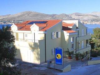 One bedroom apartment Okrug Gornji, Ciovo (A-8626-e)