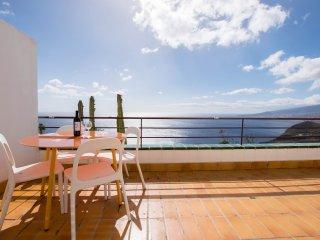 Breathtaking Ocean Views + Parking/ Dishwasher
