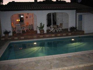 51/2-Zi-Villa, 150 m2 Wohnfläche, eigener Pool, Parkplätze, geschlossene Anlage