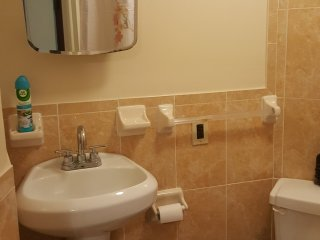 Spacious 1 bedroom Apt with easy access to NYC