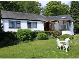 Artist's Cottage Portmeiirion nr Porthmadog with estuary and Snowdonia views