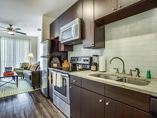 Gorgeous new Urban-style apartment unit at Arpeggio at Victory Park. This home i