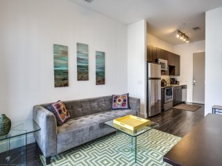 Furnished Contemporary Short Term Apartment in the heart of Downtown Dallas