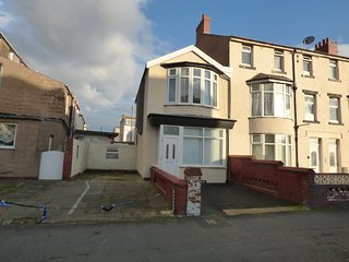 5* Blackpool Holiday House - 2 bedrooms - Sleeps 4 plus cot