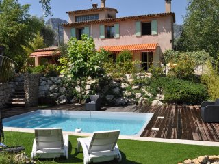 Belle villa indépendante avec grand jardin proche