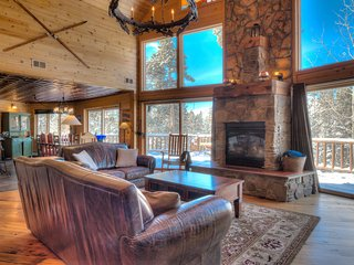 Space Wrangler Lodge ~ Private Luxury Home with Hot Tub