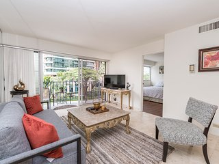 2BR/1BA condo at Royal Aloha. Nice city view!