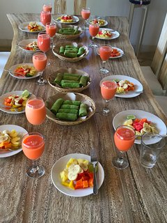 When our guests combine with our 'sister' villa (Saudara) they had breakfast together!