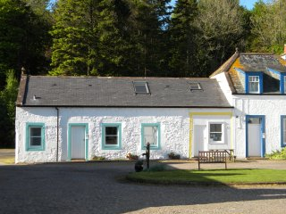 Hare Cottage, 3 star, 3 bedrooms sleeps 5, at Kirkwood Real Farm Holidays