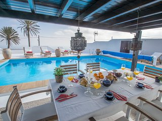 VILLA ATLANTIS - PRIVATE HEATED POOL, AMAZING  SEA VIEWS, QUIET  RURAL AREA