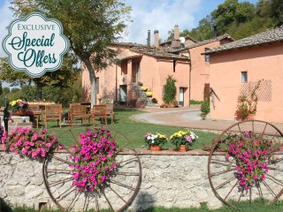 Private Villa,Pool, Hot tub,A/C,WiFi,5BR,15km from Siena