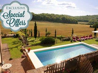 Charming private Tuscan Villa,Pool, A/C,Hot tub, Wi-Fi, 4BD, near to Siena