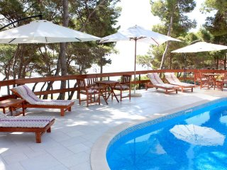 Sumartin Apartment Sleeps 5 with Pool Air Con and WiFi - 5459702