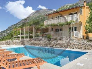 4 bedroom Villa in Čisla, Splitsko-Dalmatinska Županija, Croatia : ref 5574731