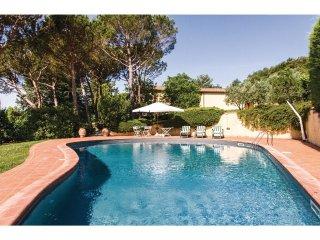 3 bedroom Villa in Casavecchia, Tuscany, Italy : ref 5574671