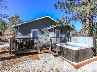 ~Straight Outta Conklin~Upscale Modern Retreat~Hot Tub~Great Location~