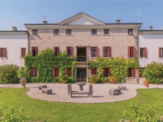 5 bedroom Villa in Gaiarine, Veneto, Italy : ref 5574743