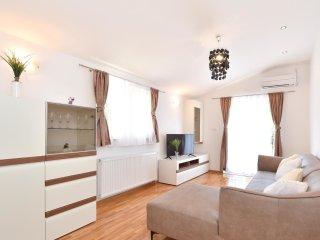 5 bedroom Villa in Grab, Splitsko-Dalmatinska A1/2upanija, Croatia : ref 5574700
