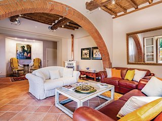 6 bedroom Villa in San Giusto a Fortuna, Tuscany, Italy : ref 5574752
