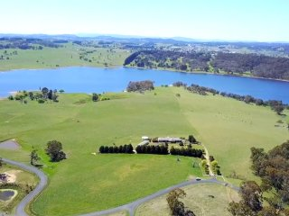 Absolute luxurious holiday rental at alpine lake blue mountains - Lakeview Ridge