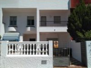 House with own parking and patio, close to beach