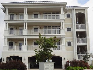 Spectacular 2 Bedroom 2-1/2 bath on the Albermarle Sound available 7/22 to 7/29