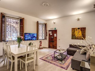 Gorgeous 2 Bedroom Apartment by Colosseum