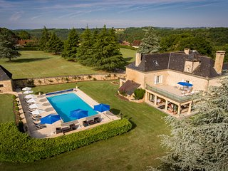 Les Charmes de Carlucet- 5 star 18th Century 6 bedroom Manor house. Sleeps 14.