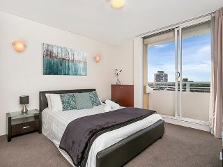 MPOLE - Newly Refurnished One Bedroom with Everything on Your Doorstep