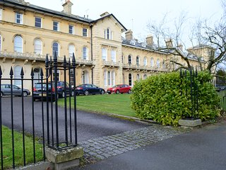 Luxury apartment at in the heart of Montpellier of Cheltenham with free parking