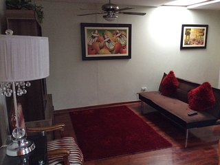 1st Floor Apt in a Safe area in Surco 20 mins away from Park kennedy Miraflores