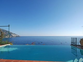 Positano Villa Sleeps 7 with Pool Air Con and WiFi - 5311080