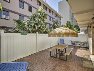 NEW! Canalside 1BR Honolulu Apt - Walk to Beach!