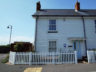 BT056 Cottage in Camber