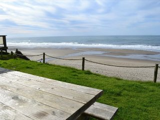 Oceanfront 5-Bedroom has Dramatic Views, Hot Tub and Throughout!