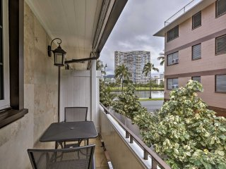NEW! 1BR Honolulu Apt on Canal - Walk to Beach!