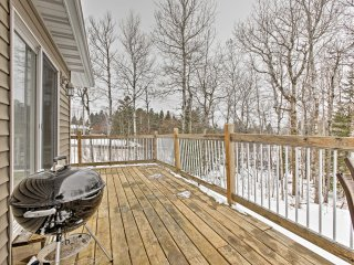 NEW! Newer 6BR Home - 2 Miles from Spirit Mountain