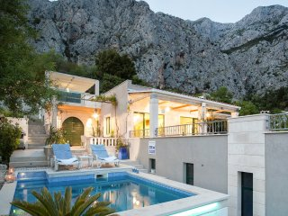 Villa Bella Vita with Heated Pool