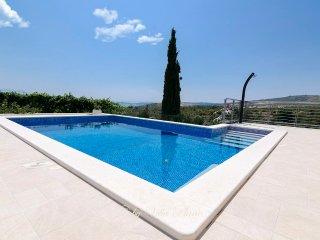 Villa Plana with Heated Pool