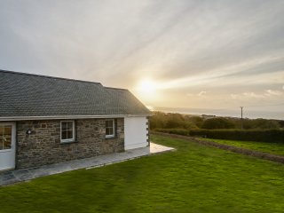 Ty Jim  - Hot tub, Sea views, nr Aberaeron - 15089