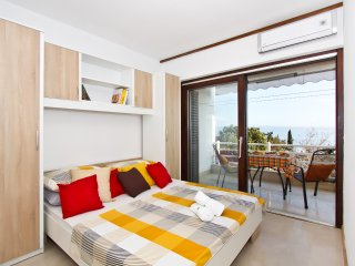 Comfortable apartment near beach,Marjan and center