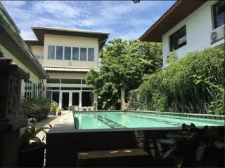 Quiet Pool Villa Sukhumvit near BKK Airport