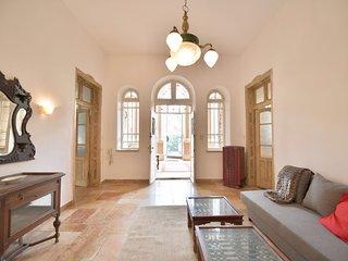 Stunning 2 Bedroom Ground Floor With Huge Garden