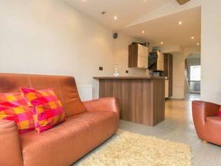 Birmingham NEC Airport Solihull 3 Bedroom House 5 Guests Safe Driveway Parking